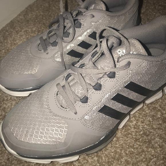 le adidas scarpe appena indossato poshmark